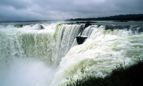 "guarani language Iguazú means ""great waters"