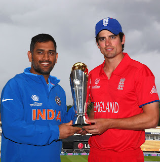 MS-Dhoni-Alastair-Cook-with-the-Champions-Trophy-2013