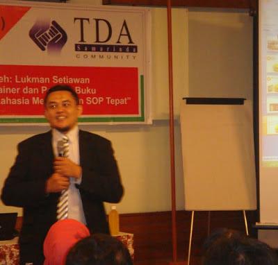 Master SOP Memaparkan Materi Workshop TDA Samarinda