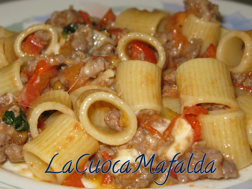 La cuoca mafalda mezzi rigatoni filanti con salsiccia e for Ricette culinarie