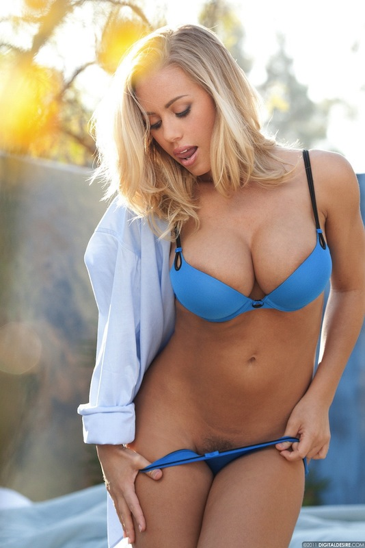 nicole aniston photo