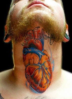 Ideias de tatuagens de coração no pescoço