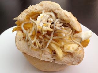 Roto de gulas con huevo y patatas