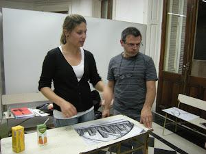 En la Escuela de Arte de Olavarría dando la clinica de Dibujo