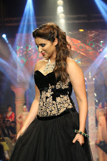 Parineeti Chopra Black Dress At India International Jewellery Week (IIJW) 2014