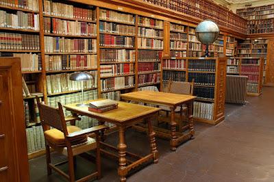 Biblioteca è un posto pubblico o privato dove si custodiscono i libri per finalità di informazione, aggiornamento professionale, studio o semplice svago.