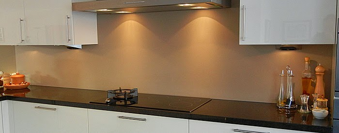 Achterwand Keuken Over Tegels : de aanschaf van een nieuwe keuken: De Keuken achterwand zonder voegen