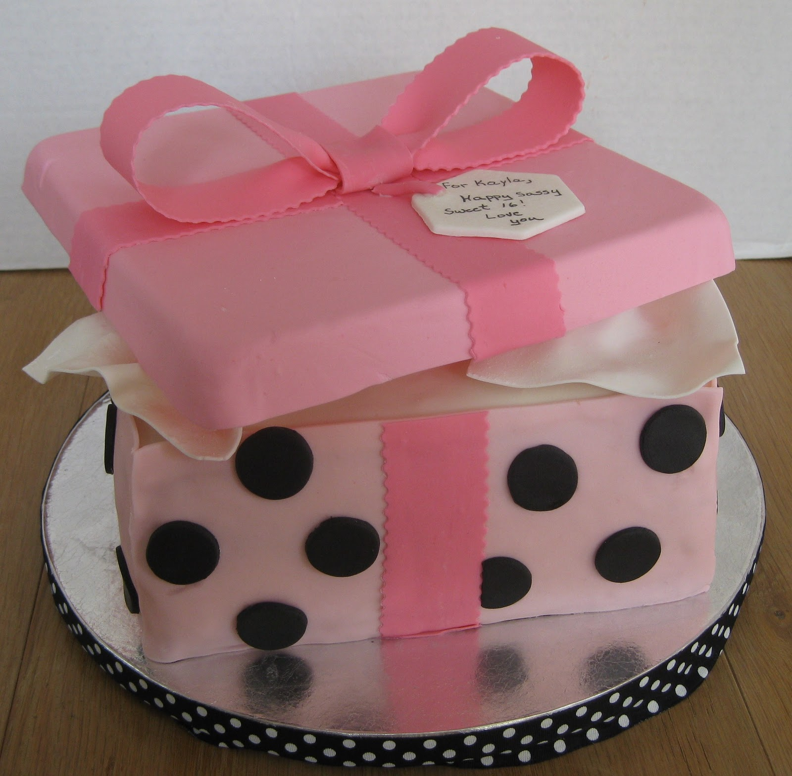 How Make a Gift Box Cake