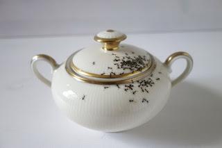 Las Hormigas en las Vajillas