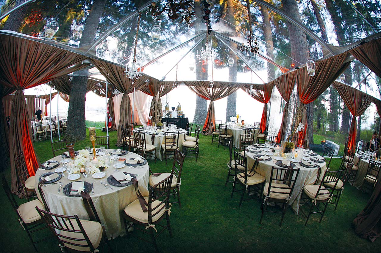 Rainingblossoms wedding receptions tents decoration for Outdoor wedding reception ideas