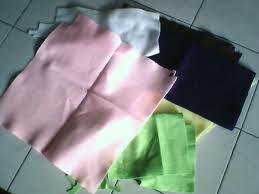 caranya gampang banget diikuti:1. Gabungkan kain perca satu demi satu ...