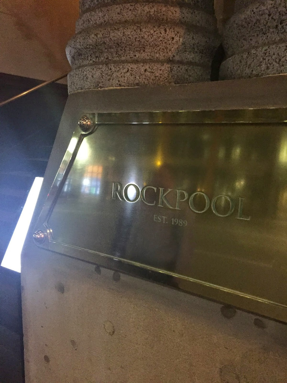 Cassie Cakes Rockpool sign