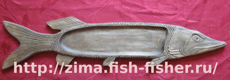Щука. Декоративное деревянное блюдо с резьбой