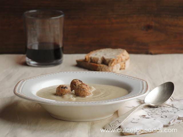 Crema de topinambur con albondigas de ceps