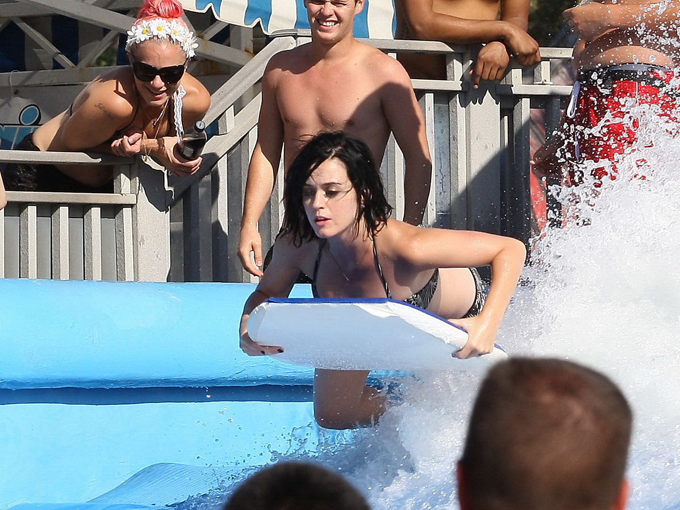 katy perry showing her bare ass caused by bikini bottom falling off at