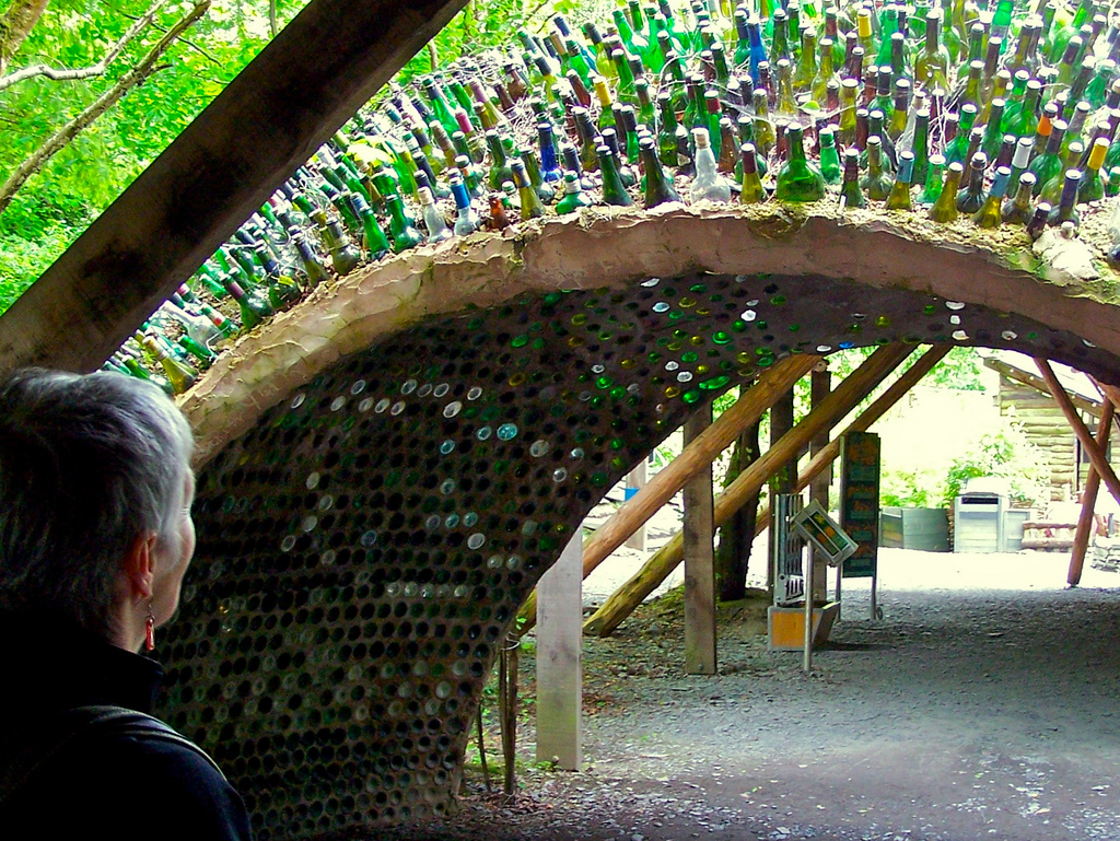 How to recycle creative uses for your wine bottles for Creative ideas for empty wine bottles