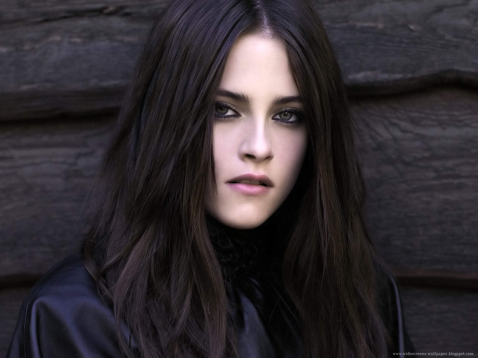 Dark Beautiful Kristen Stewart Face Wallpapers