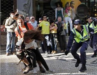 Repórteres são atacados