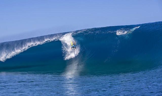 Billabong Pro Tahiti 2014 Taumata Puhetini Wipeout Foto ASP Will H S