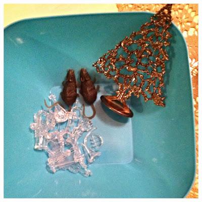 Montessori Nutcracker discovery bowl