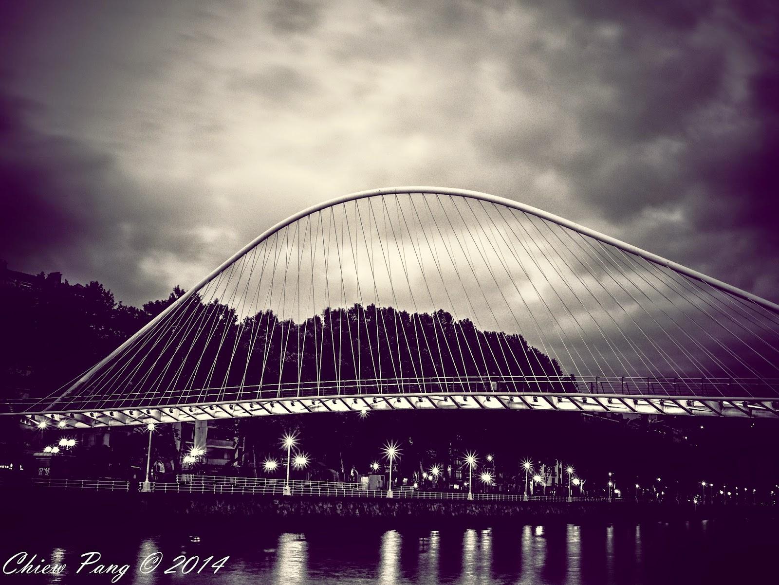 Puente Zubizuri in Bilbao