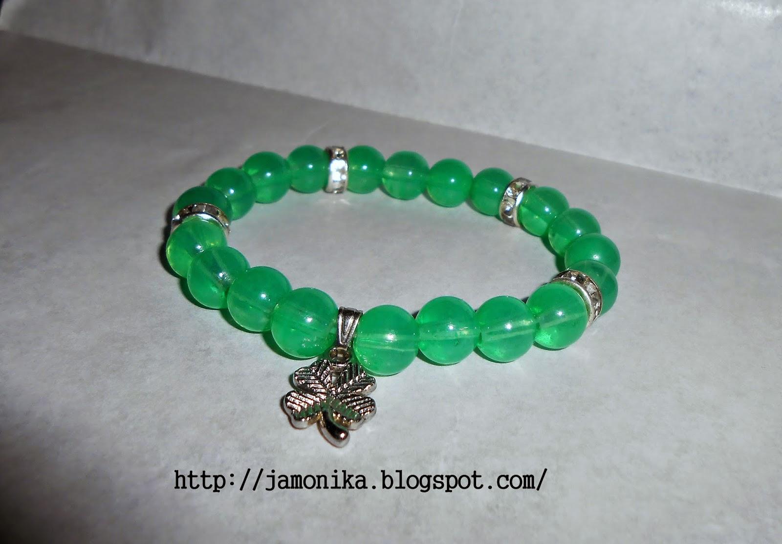Zielona bransoletka koraliki szklane z zawieszką