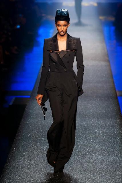 beaux vêtements de jean paul gaultier masculin féminin tailleur femme noir élégant et moderne