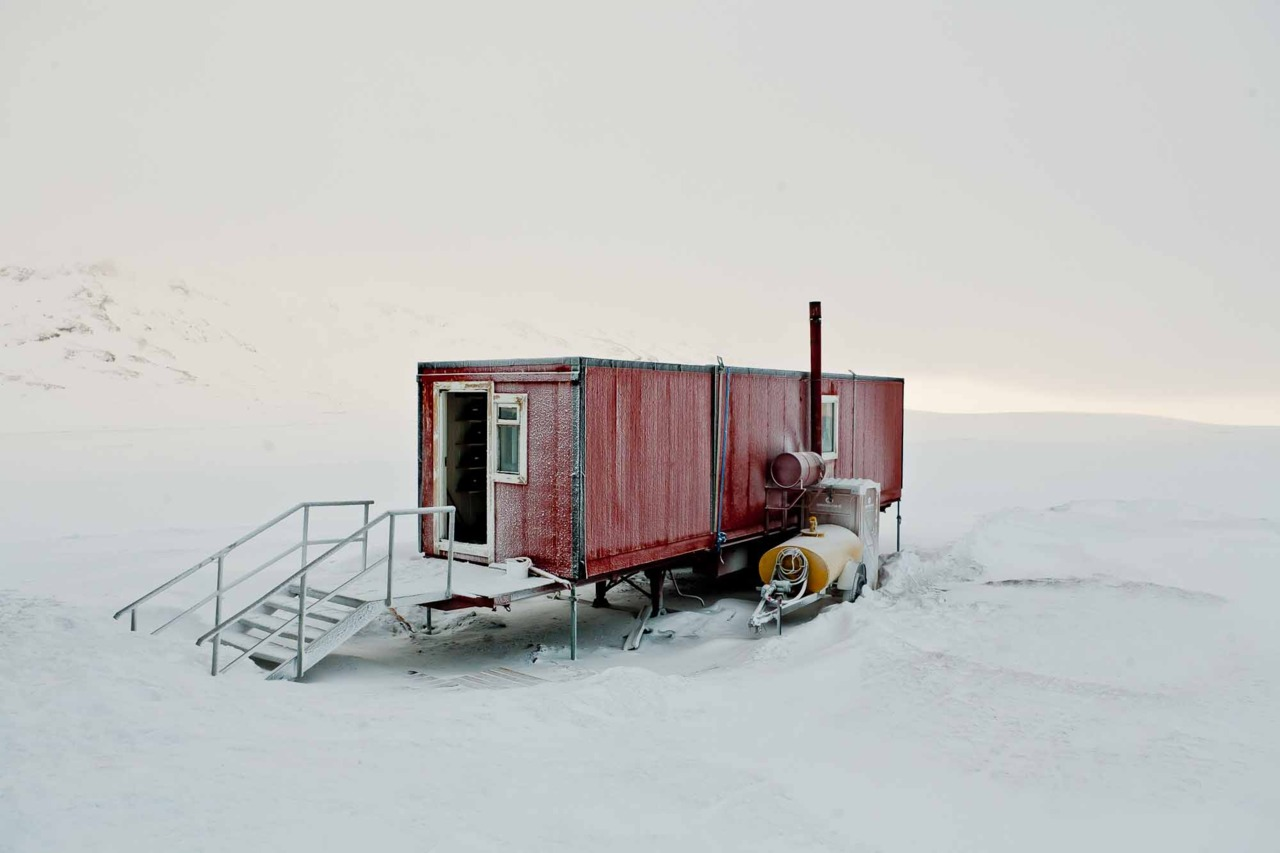 Shipping container homes bryce johnson iceland for Arctic house design