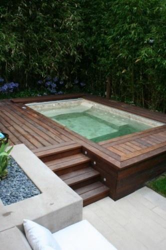 Backyard Hot Tub Decks : Na ?rea externa da casa, sobre deck de madeira