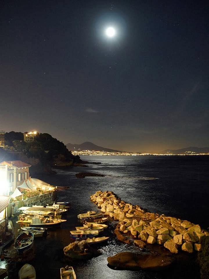 L'opera d'arte è finzione, Napoli è tutta naturale!