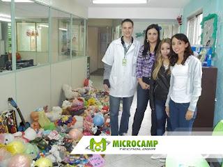entrega de brinquedos doados para hc