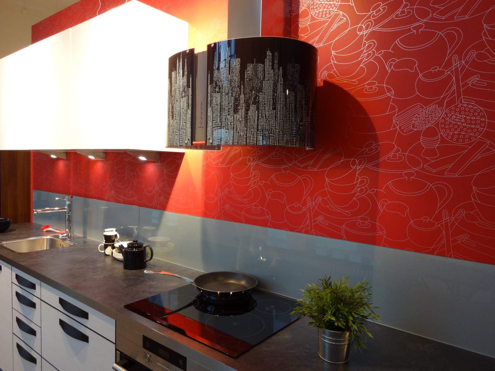 Alternative to tiles in kitchen ideas photo gallery for Back painted glass tile