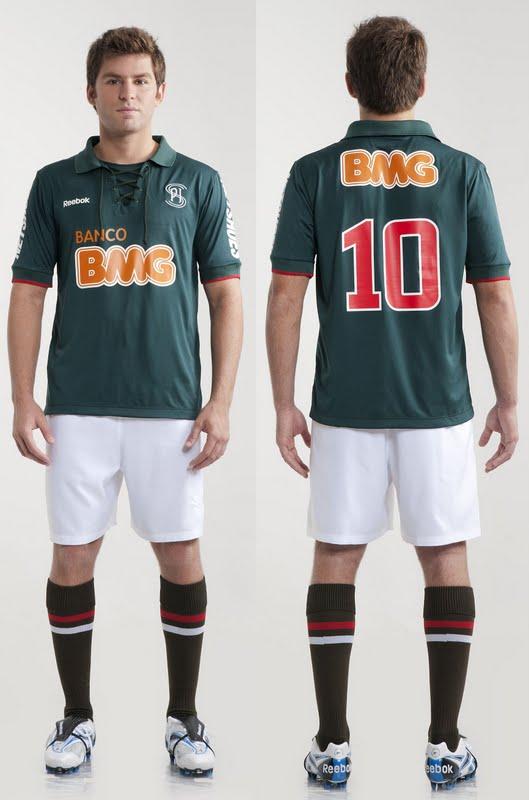 Cruzeiro e Reebok lançam terceiro uniforme com camisa verde ... 021b7e195c401