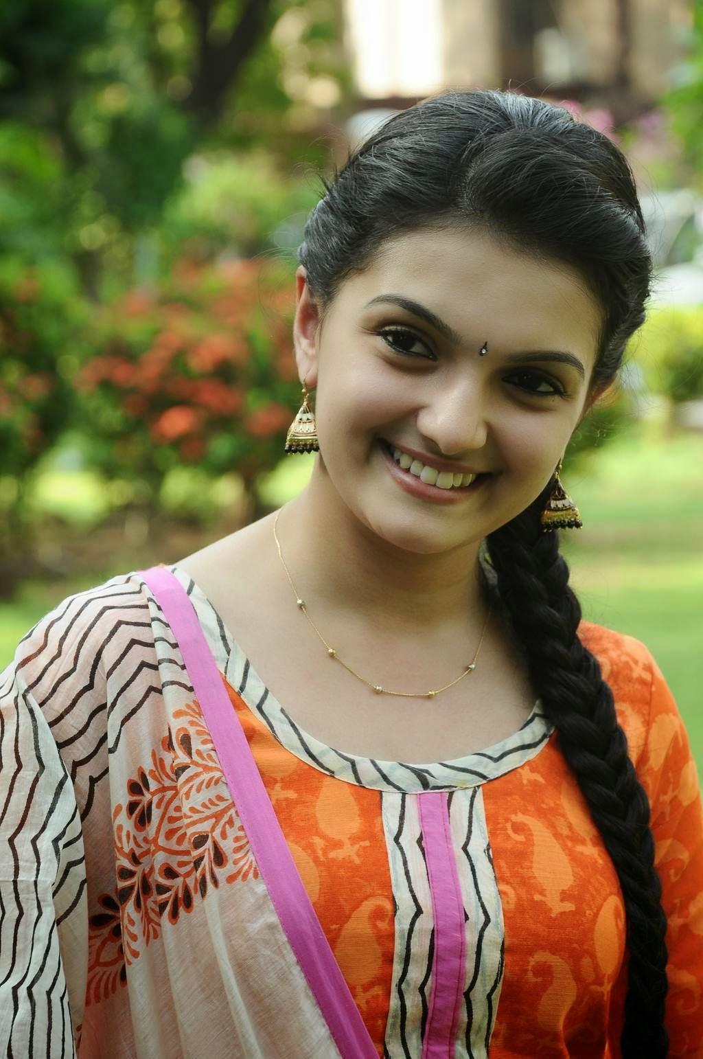 actress saranya mohan new photoshoot gallery | just 10 media