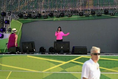 Cher rehearsing for her then-upcoming Russia performance