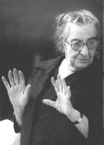 מעלים ערך: מחזירות נשים להיסטוריה