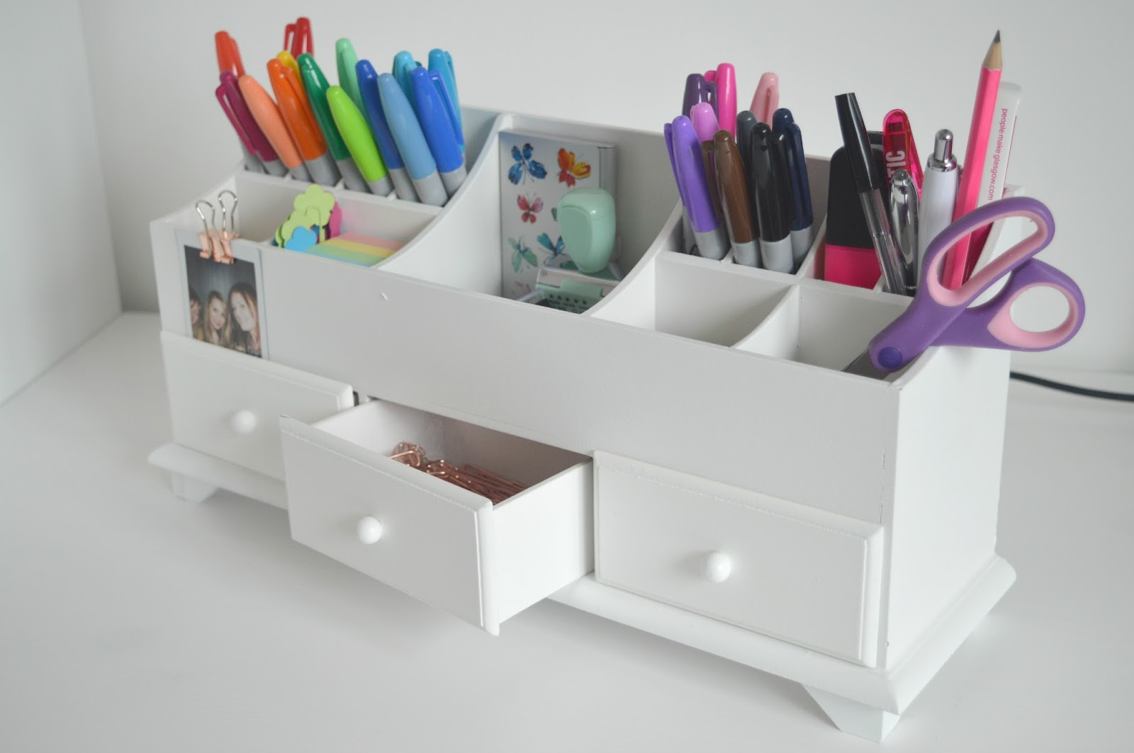 Desk organising for stationery geeks new girl in toon - Desk stationery organiser ...