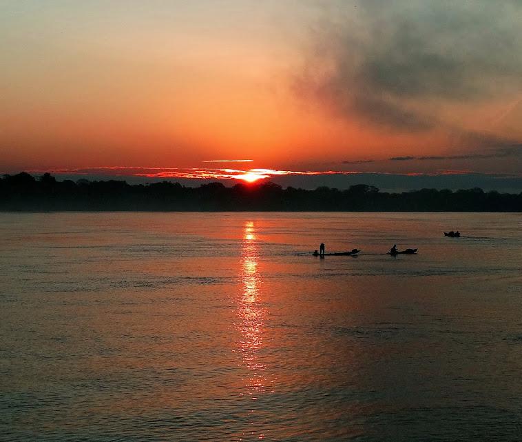 Amanhecer no rio Purus-Canutama-Amazonas-Brasil.