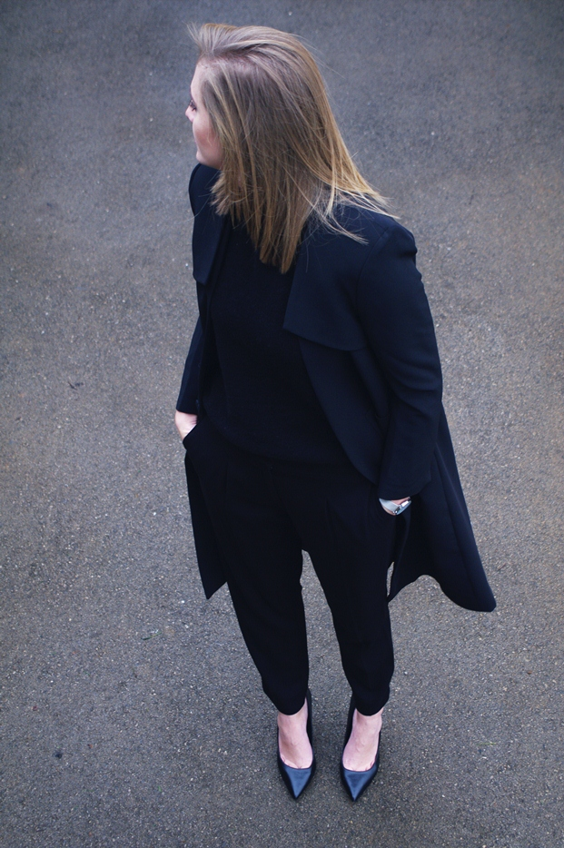 all black outfit, formal pants, black coat, blogger style outfit, minimalistic, black sweater, slovenska modna blogerka