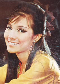 < READ STORY ON THE LEFT: HONG KONG SINGER/ACTRESS VINYL RECORDS ON THE DECLINE