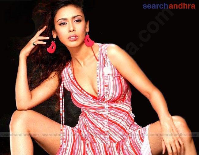 Hrishita Bhatt open legs sexy