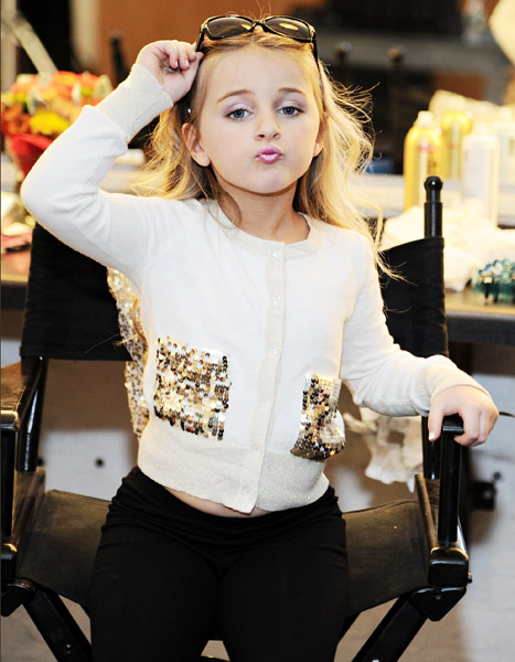 【ファッション】 純白ドレスで登場、低身長モデルのファッションショー 「インターナショナル・ドワーフ・ファッションショー」仏パリ [無断転載禁止]©2ch.net->画像>52枚