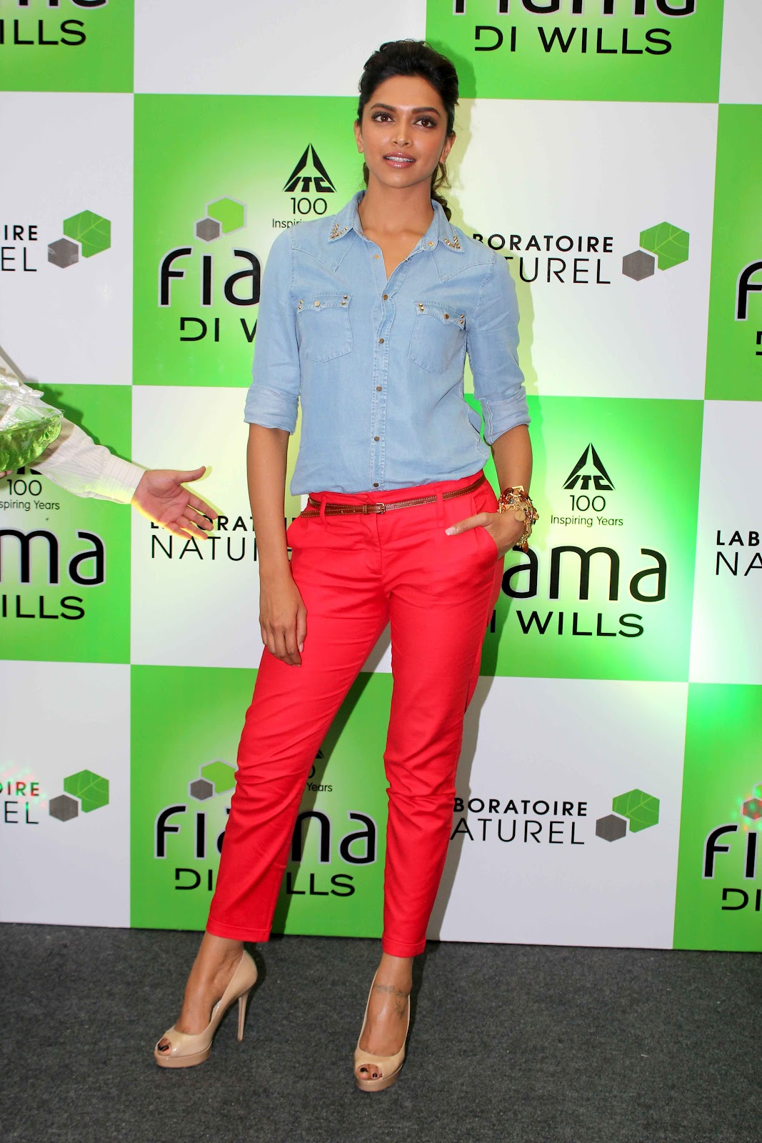 Deepika Padukone In Blue Shirt Red Paints At Reliance Store