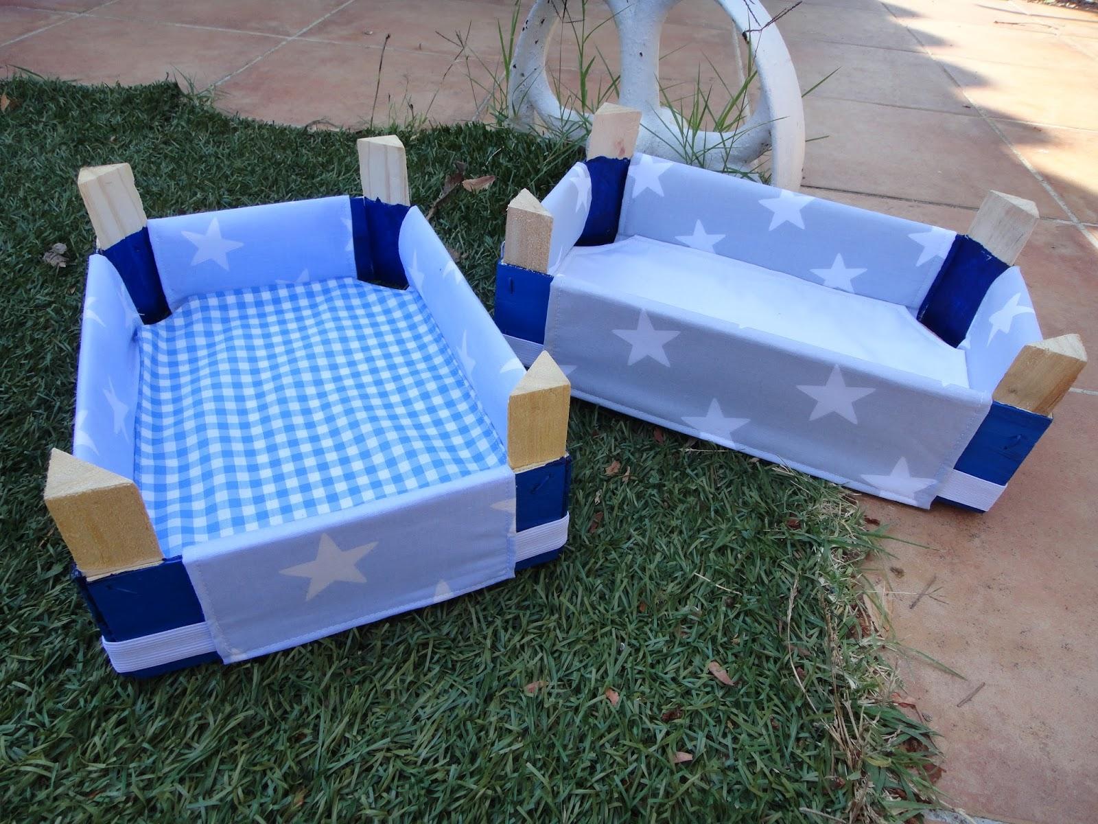 El taller de naid cajas de fresas decoradas con tela for Forrar cajas de carton con tela