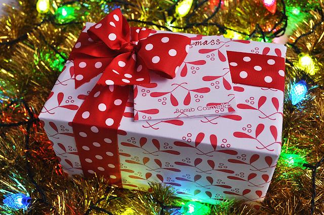 bomb cosmetics merry kiss-mass gift pack