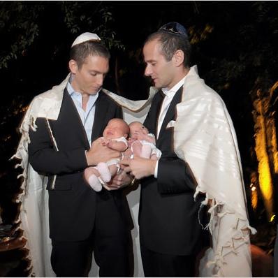 Chica judía francesa con 2 chicos 4