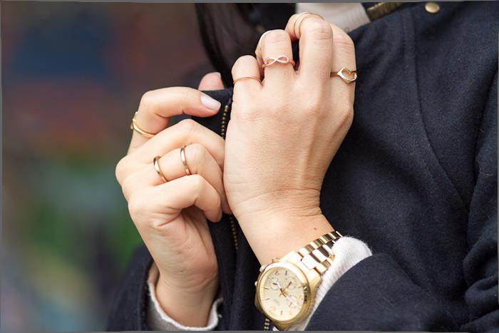 Reloj de Guess Watches oro amarillo y Anillos Doble y Finos dorados de Torques Complementos