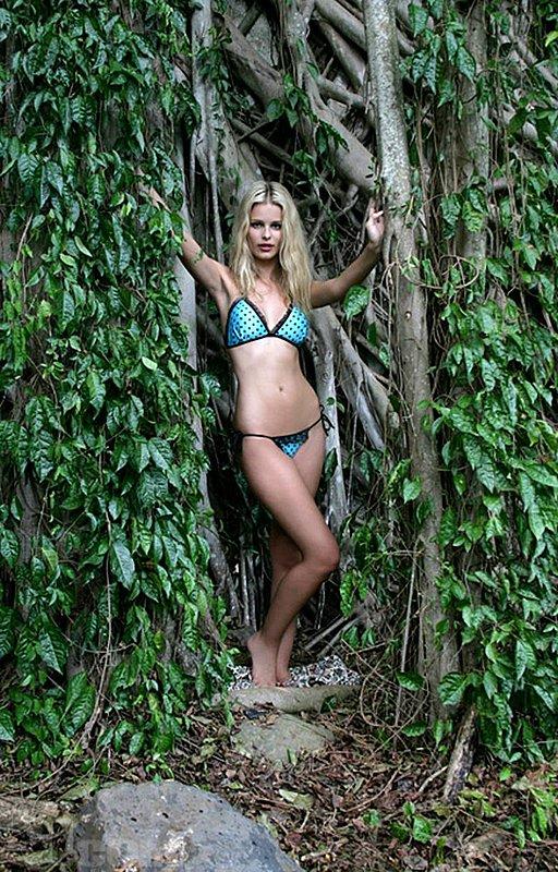 Hot Sexy Yasmin Brunet Pics