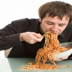 مخاطر تناول الطعام بسرعة - الشراهه - النهم
