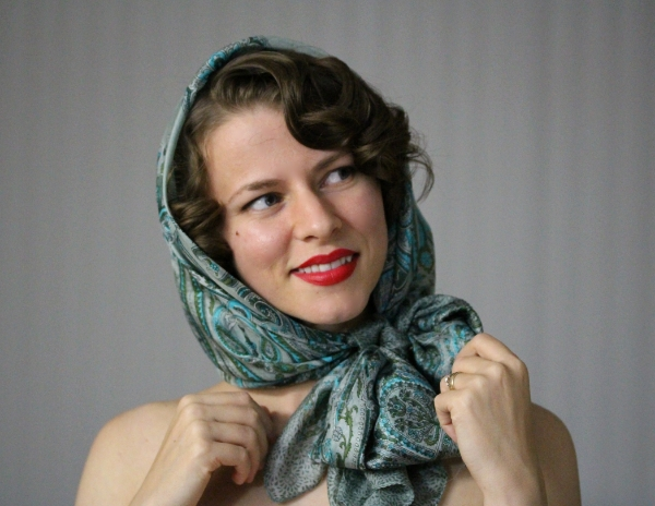 How to tie a vintage hooded scarf #vintage #scarf #tutorial #hair #diy